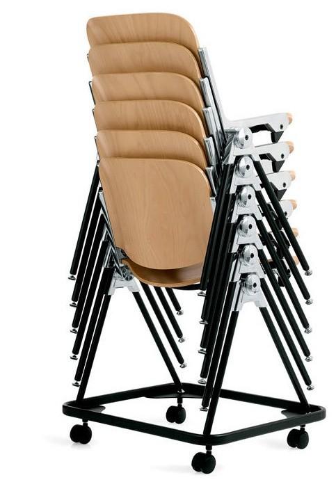 sedie agora in legno impilate