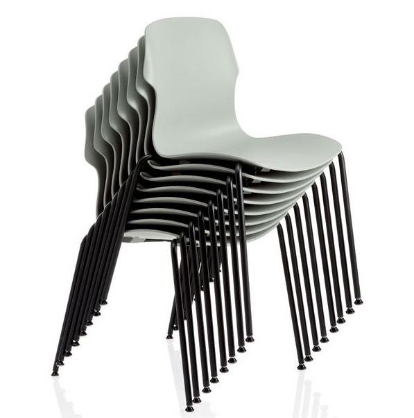 sedie grigie per congressi impilate