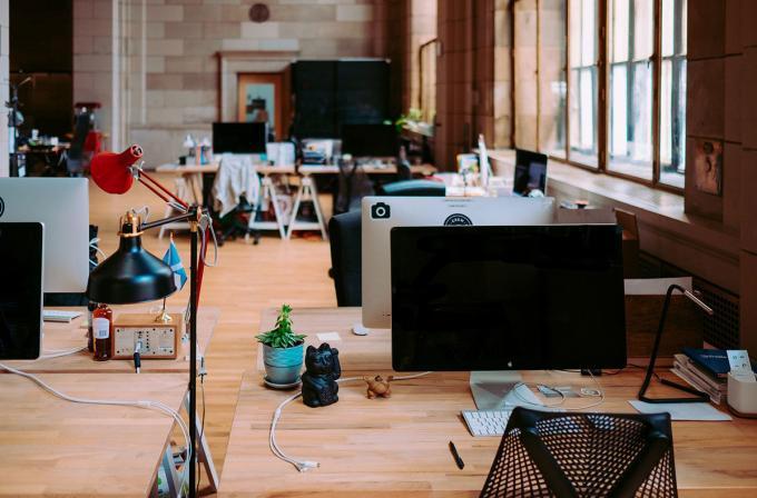 ufficio con colori e musica
