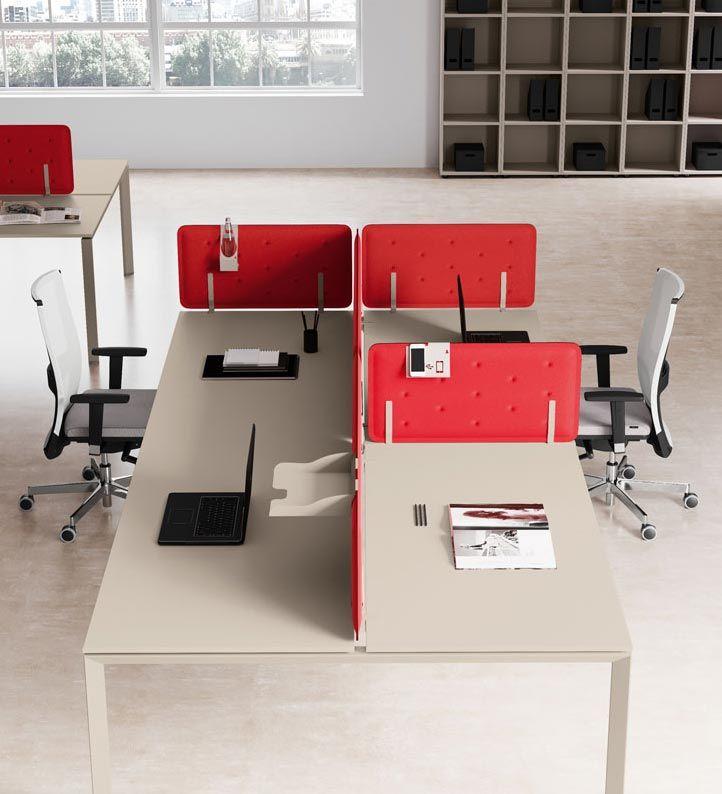 pannelli fonoassorbenti rossi tra scrivanie