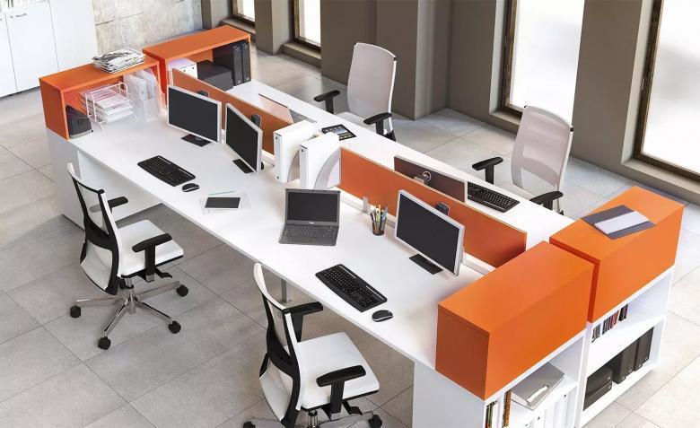 mobili e inserti arancioni