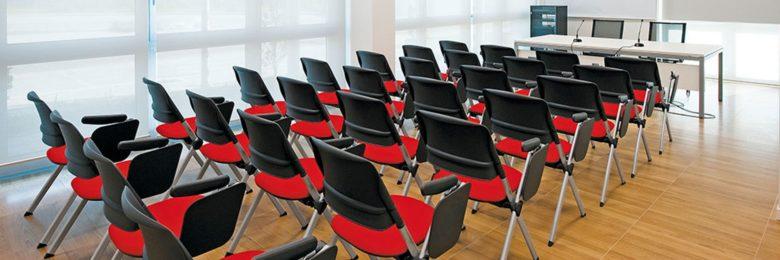 sedie per collettivita nere e rosse