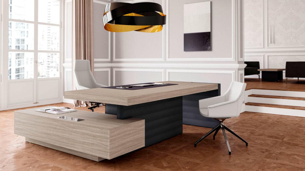 scrivania per avvocato o notaio in legno chiaro pregiato