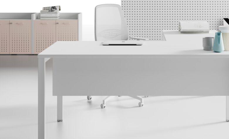 scrivania bianca operativa per studio medico ambulatoriale