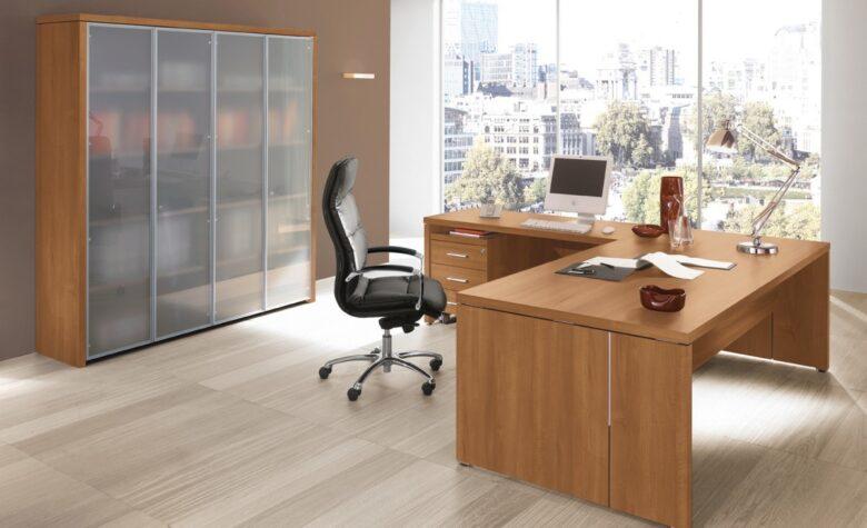 scrivania angolare per studio di ingegneria