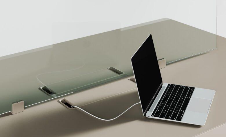 scrivania con passacavi per studio di ingegneria