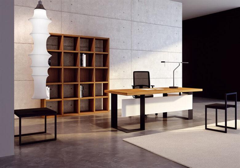 ufficio direzionale completo con scrivania in legno pregiato, poltrona, parete attrezzata in legno